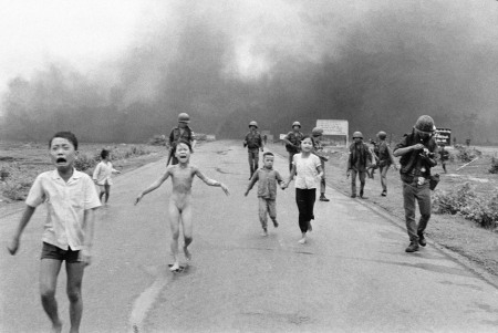 Nick-Ut-Uncropped-Version-Napalm-Girl